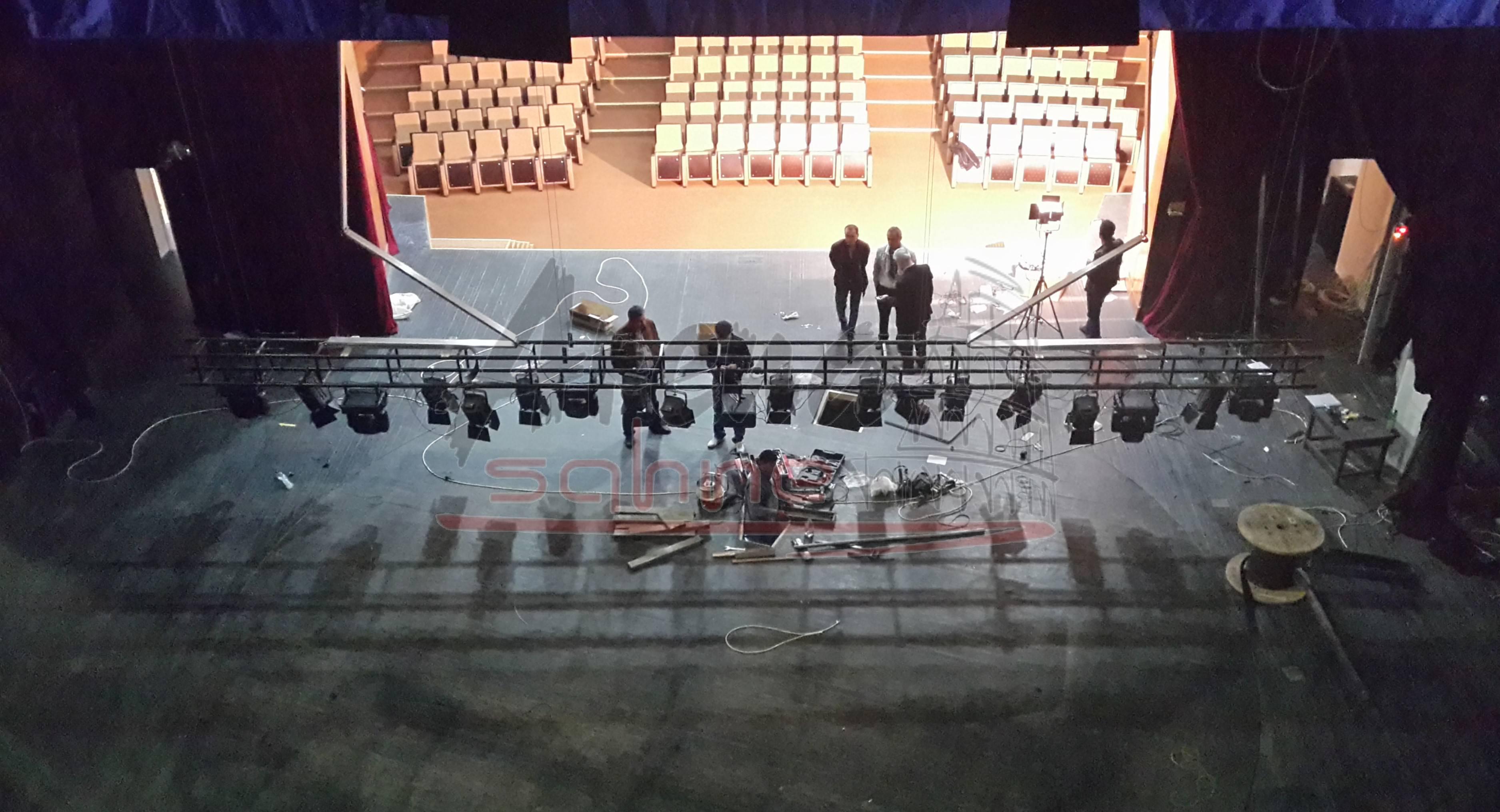 Sheki-Drama-Tiyatro-Azerbaycan-Tiyatro-Doner-Sahne-Dekor-İsik-Askilari-Arena-Sahne-Mekanik